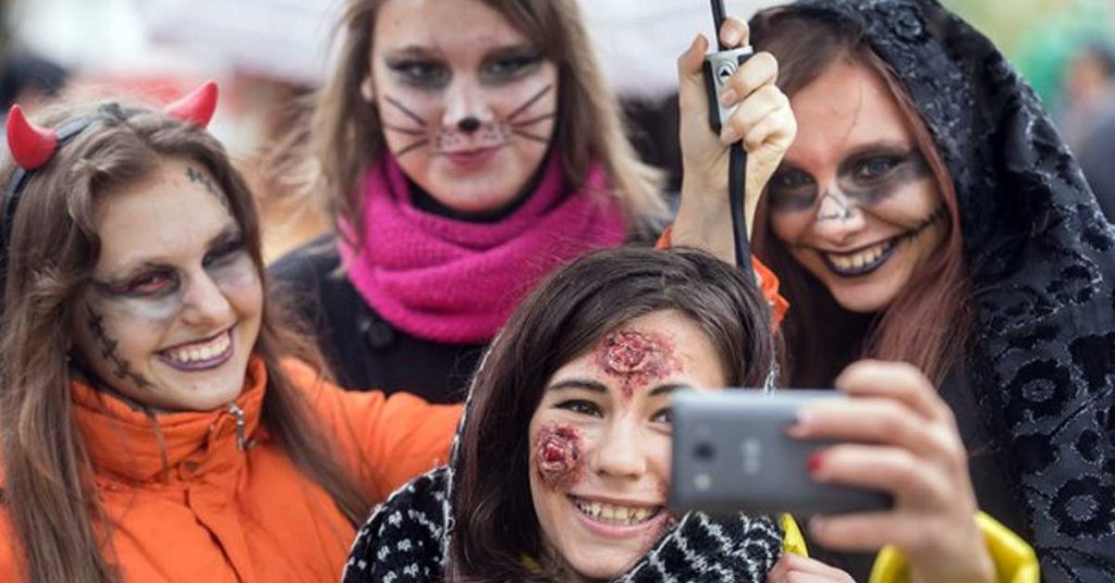 ¿Festejaras en grupo? Aquí tienes disfraces Halloween para grupo
