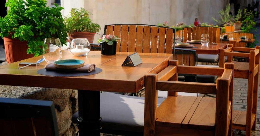 Cómo distribuir un restaurante con mesas perfectas