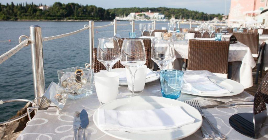 Elemente, die Sie bei der Dekoration von Terrassenrestaurants berücksichtigen sollten