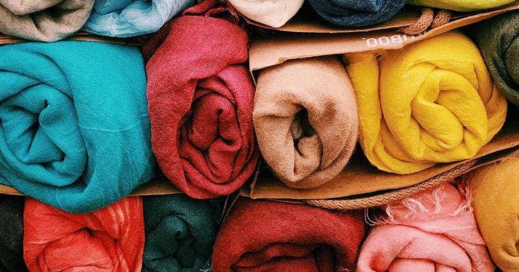 Inne szaliki i nakrycia głowy