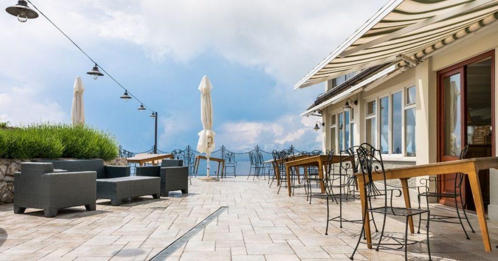 Verbot der Dekoration von Terrassenbars