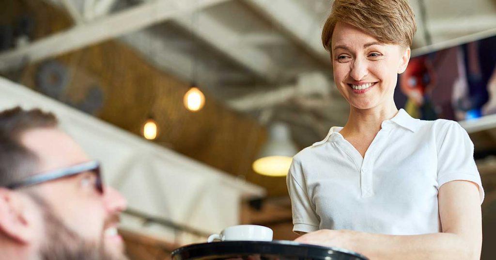 Peinados para trabajar de camarera con cabello corto