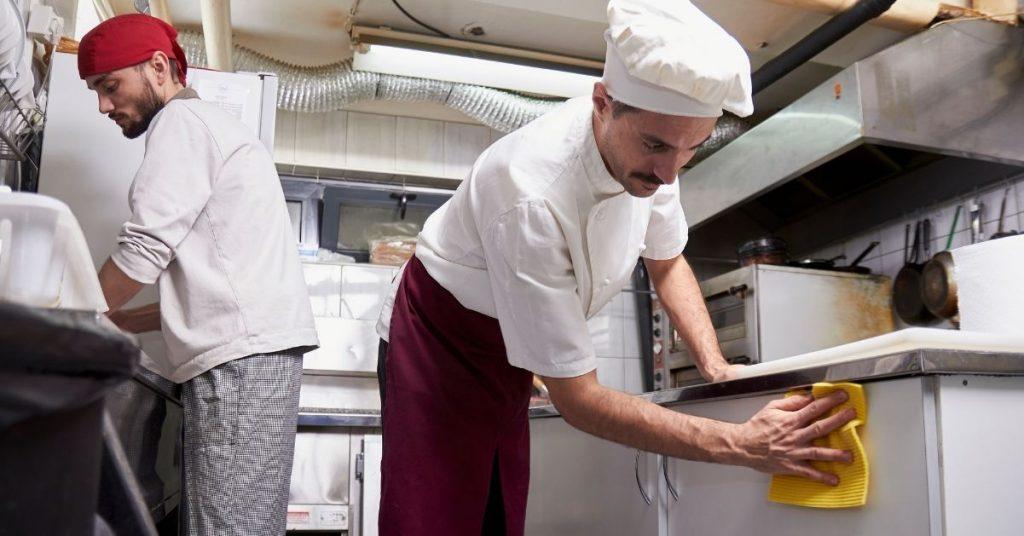Tareas de un ayudante de cocina
