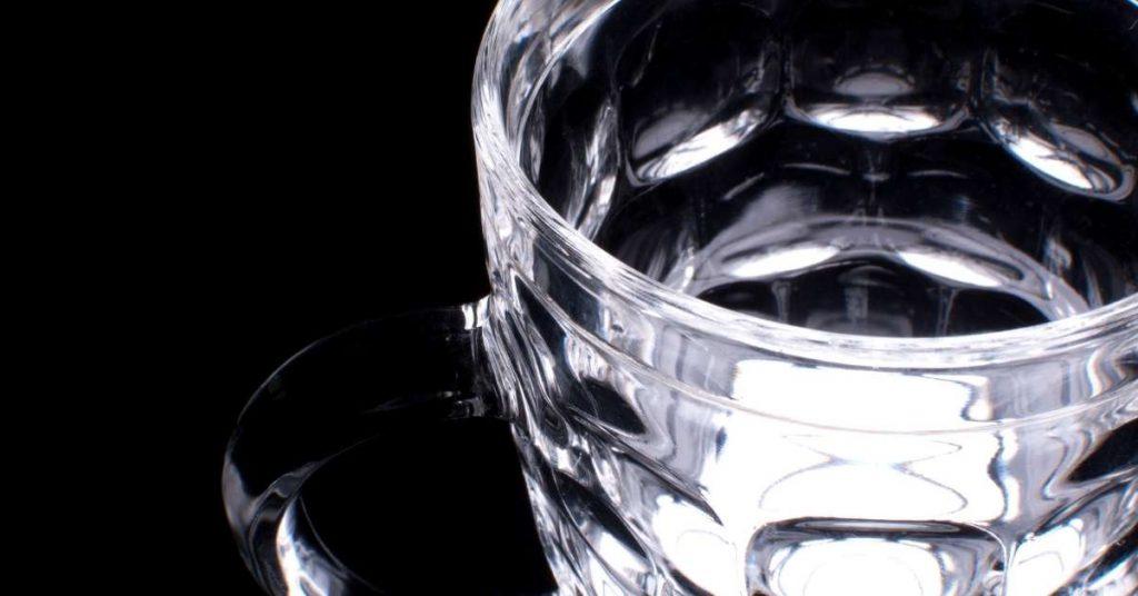 Vasos y copas para el maridaje en un restaurante