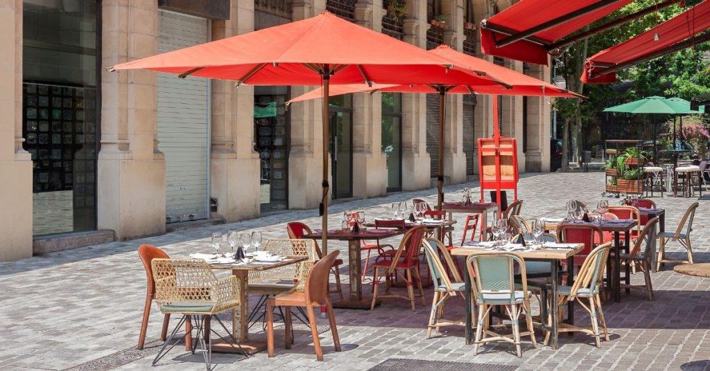 Claves para decoración terraza bar y destacar entre la competencia