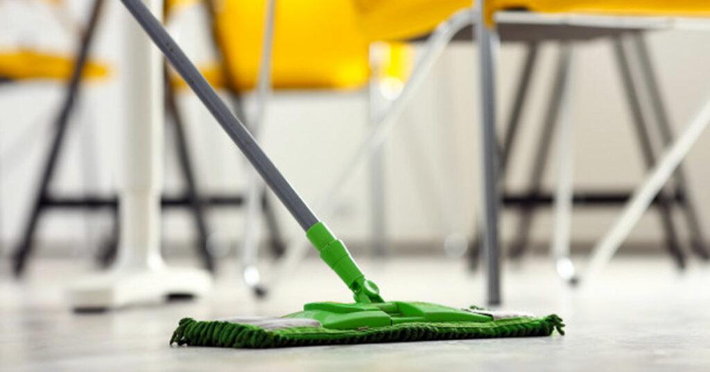 ¿Cómo evitar que los utensilios de limpieza se deterioren rápido?