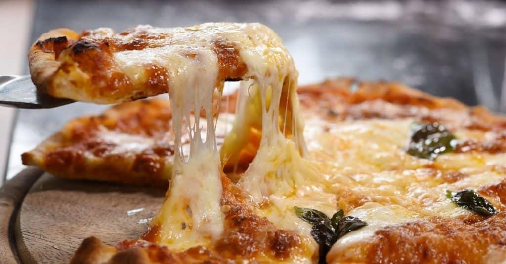 Cómo recalentar pizza en la sartén