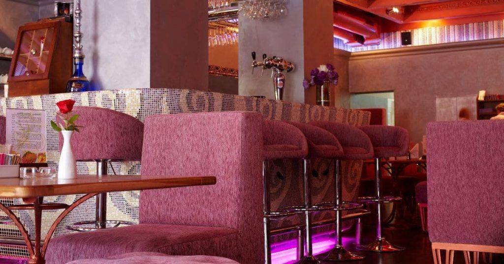 Consejos finales sobre cómo decorar un bar económico
