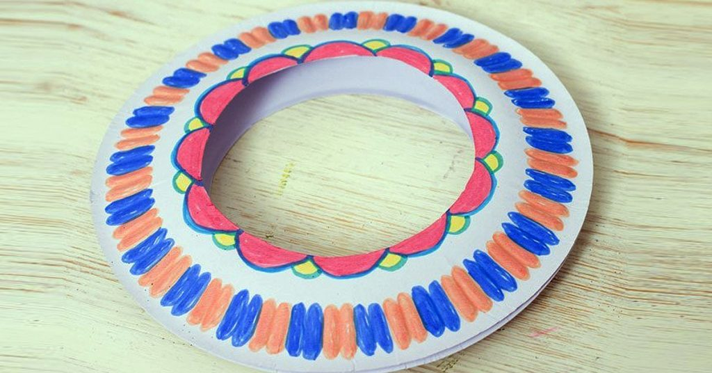 Frisbee con plato de papel