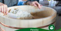 Hacer arroz en vaporera de bambú