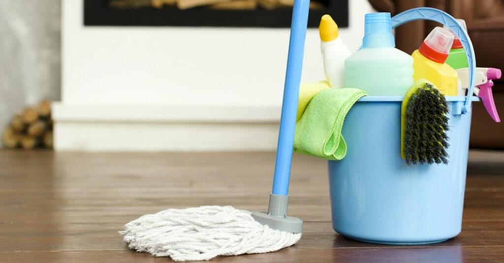Lavado y desinfección del material de limpieza