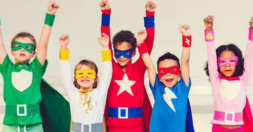 Superhéroes con material reciclado