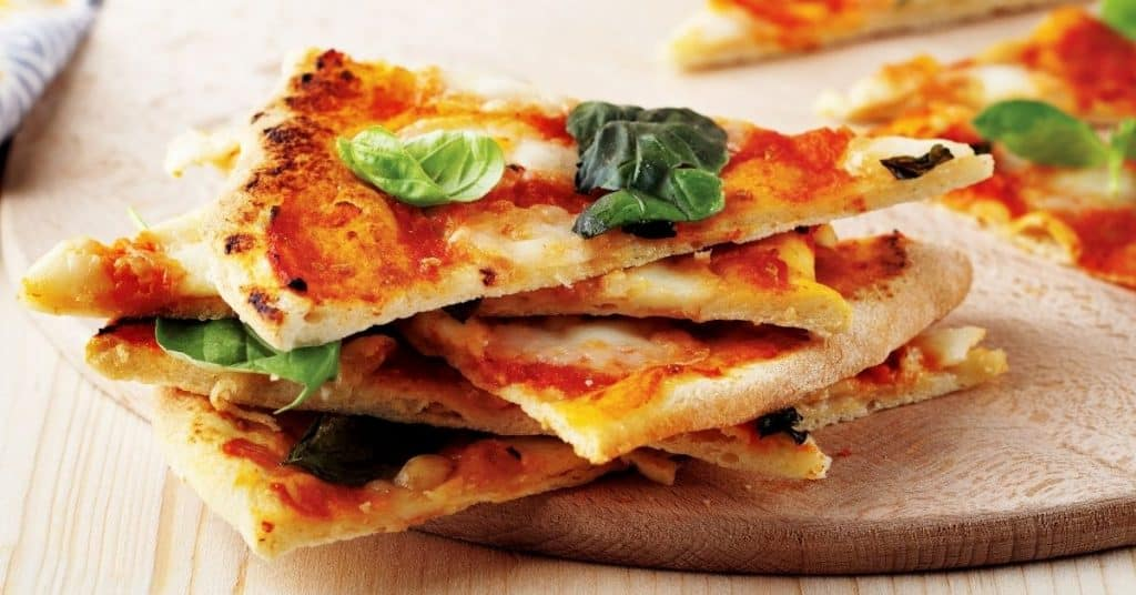 Usa una sandwichera para recalentar tu pizza