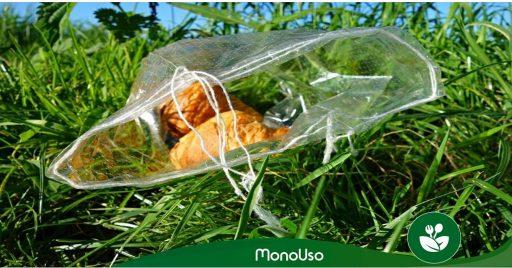 guardar doblar bolsas de plástico
