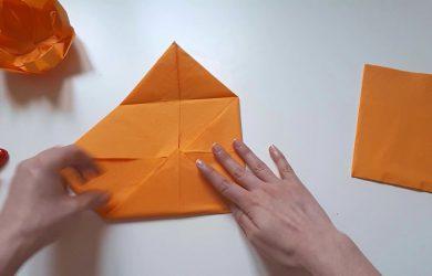como-hacer-flor-de-loto-con-servilletas-de-papel