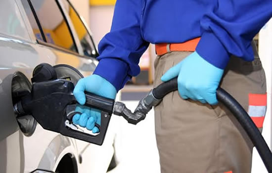 Guantes para manipular gasolina