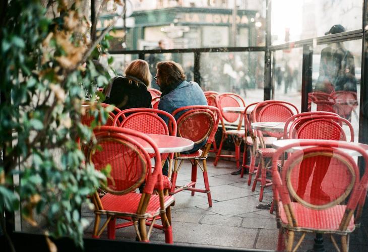 La imagen tiene un atributo ALT vacío; su nombre de archivo es restaurante-terraza.jpg