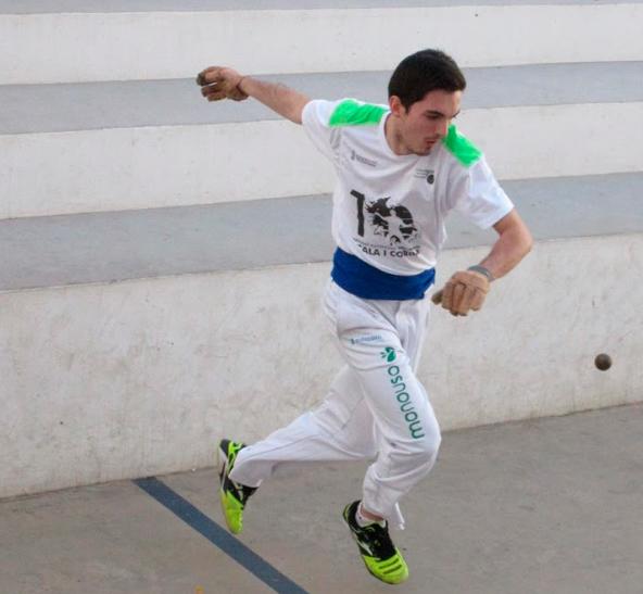 "José Vicente ""Sofurk"" Pérez jugando a pilota valenciana con la equipación de Monouso"